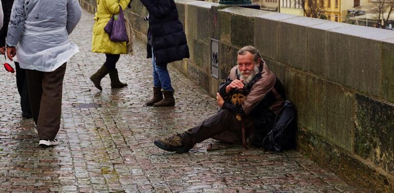Nasce la prima casa d'accoglienza per senza tetto con cane
